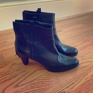 Stuart Weitzman ankle boots. Size 10M, 2.5 in.